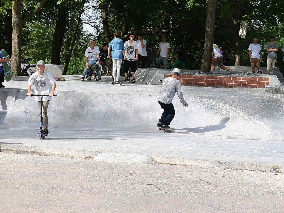 Jugendliche beim Skaten